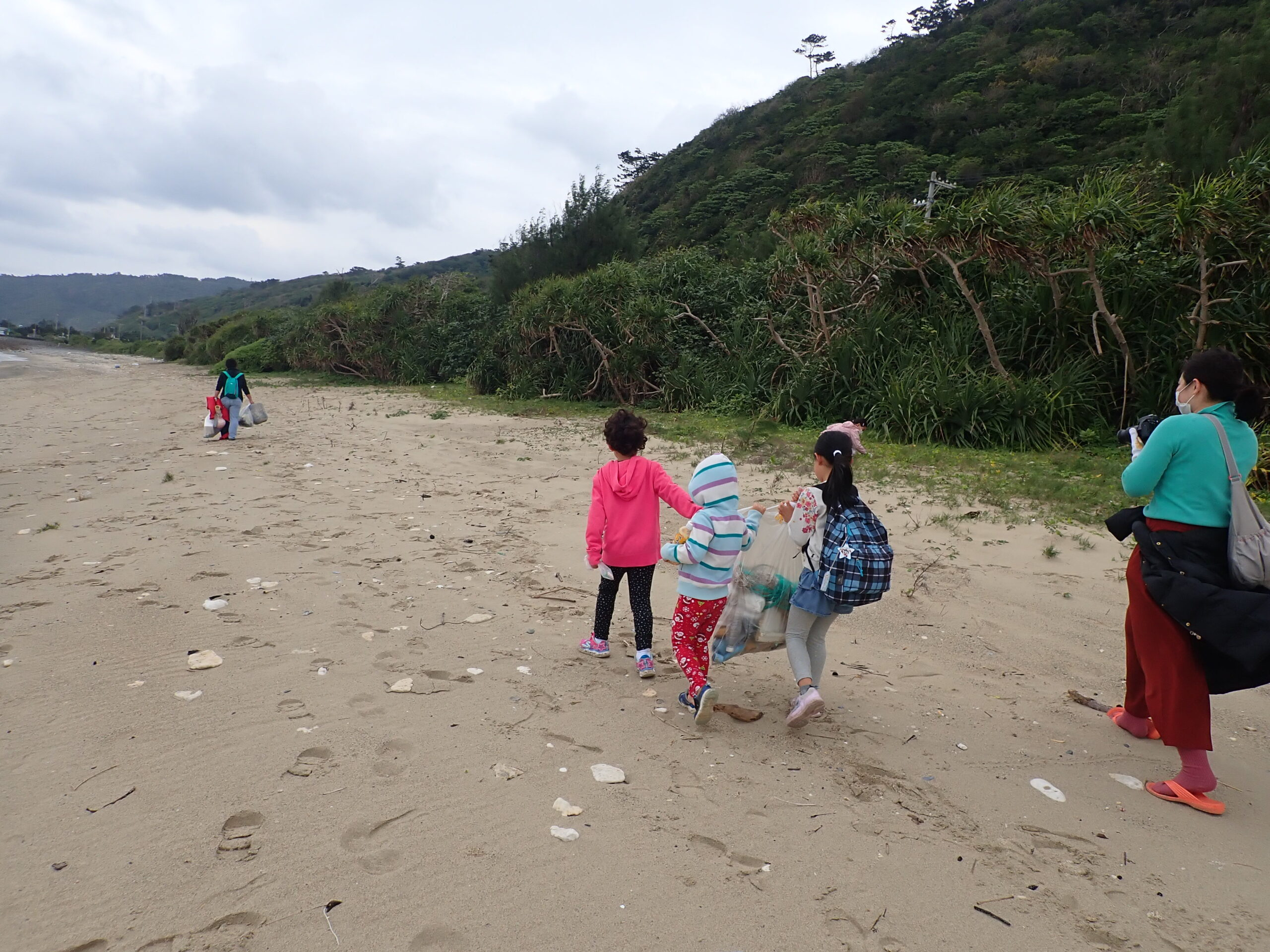 Beachcombing with a nature guide to think about the earth